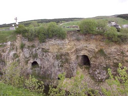 Bild 2: Ostwand des Fiskalischen Steinbruches in Hammerunterwiesenthal