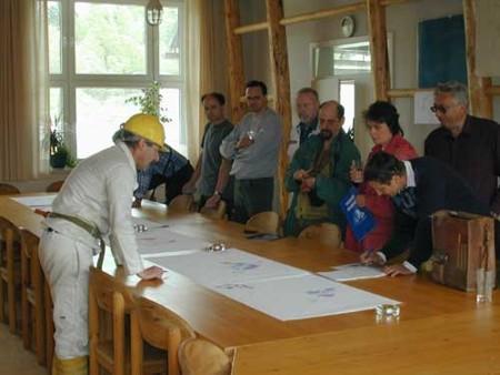 Bild 11: Kalkwerk Hermsdorf - Einführung in die Geologie durch Herrn Schilka (Foto: Schulze)