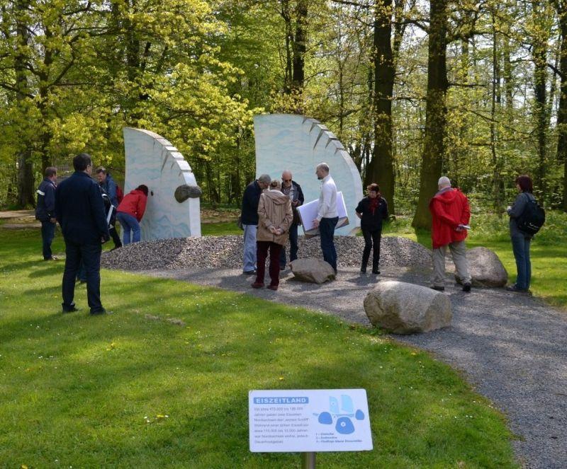 Gletscher-Modul im Garten des Geoportals Röcknitz (Nationaler Geopark Porphyrland. Steinreich in Sachsen, Foto: S. Wittwer)