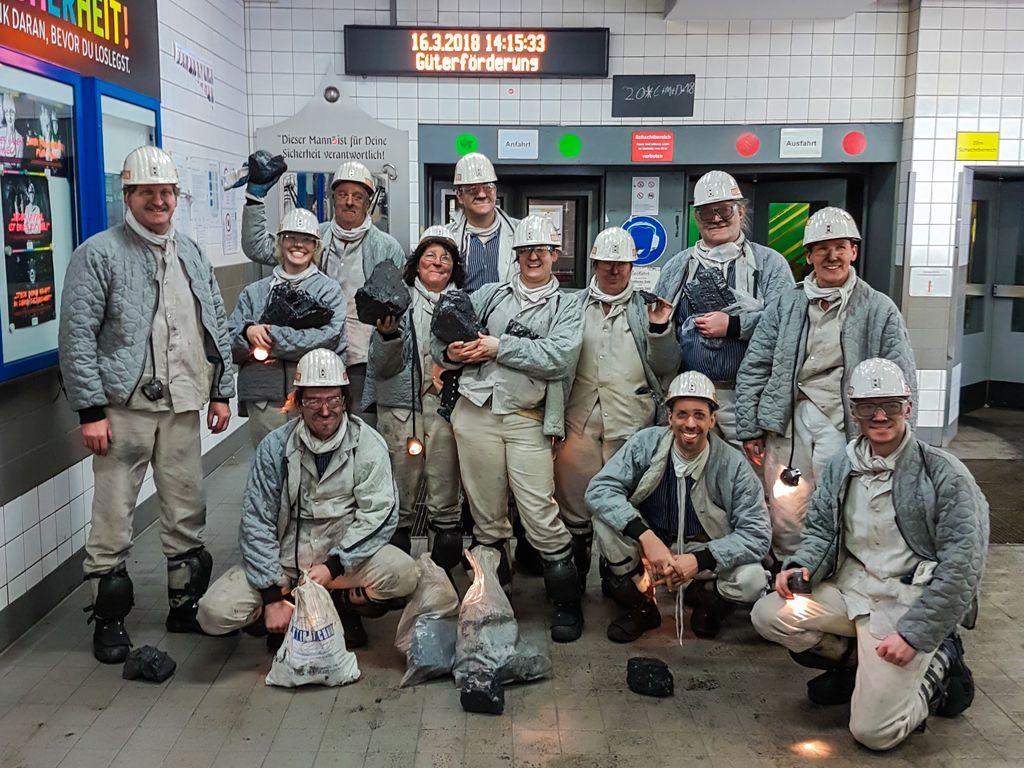 Exkursionsgruppe der Befahrung der letzten aktiven Steinkohlen-Zeche des Ruhrgebietes, Prosper-Haniel (Foto: H. Gerschel)