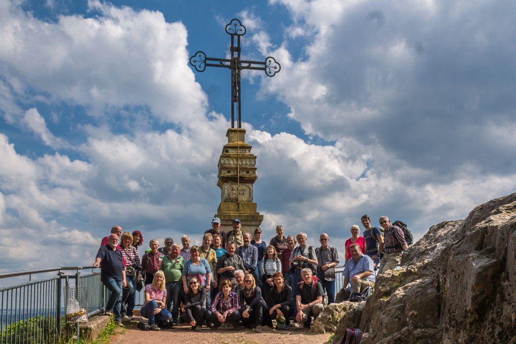 Die Tagungsteilnehmer am Gipfelkreuz des Litermont (Foto: H. Gerschel)